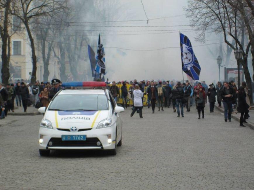 """46b9823a7e840273112d323e9670ac7c Ультрас """"Черноморца"""" в знак поддержки клуба прошли маршем по Одессе"""