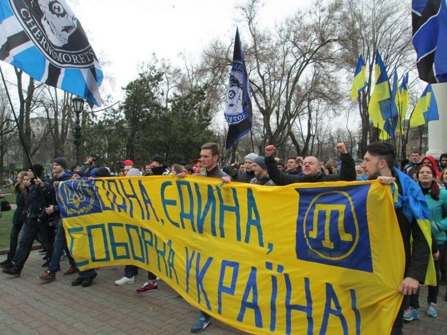 "4dc82dd8c5f6231bc2e3f4181f168f9d Ультрас ""Черноморца"" в знак поддержки клуба прошли маршем по Одессе"