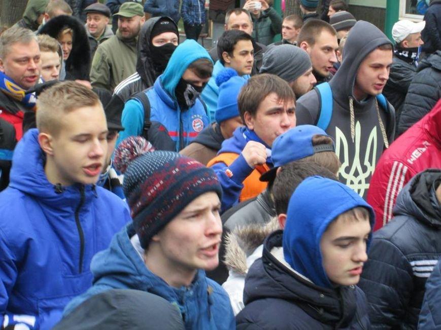 """4e38e32798687615bfcac751e0237e5a Ультрас """"Черноморца"""" в знак поддержки клуба прошли маршем по Одессе"""
