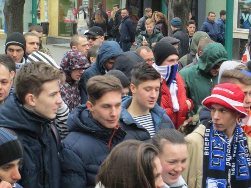 """522e4c1147cc07d894a363f030b764d3 Ультрас """"Черноморца"""" в знак поддержки клуба прошли маршем по Одессе"""