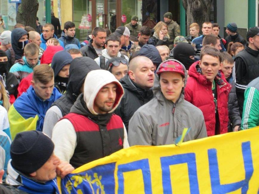 """864097e725376582789b1f7bcbdd1255 Ультрас """"Черноморца"""" в знак поддержки клуба прошли маршем по Одессе"""