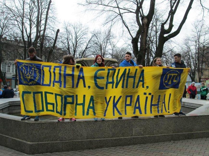 "8ee3580fbe3804b0b586e630b253ab3b Ультрас ""Черноморца"" в знак поддержки клуба прошли маршем по Одессе"