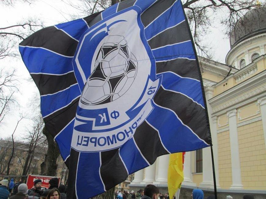 "b5fb593512b12b195669c80e40e02fd7 Ультрас ""Черноморца"" в знак поддержки клуба прошли маршем по Одессе"