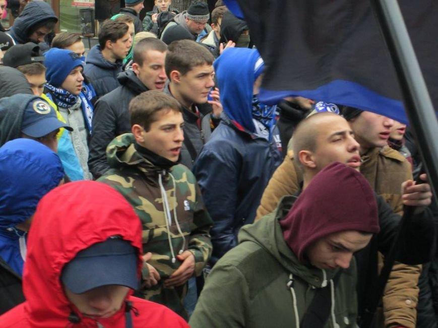 """d1d6626b94dffef8b6a3ec20ba322e0c Ультрас """"Черноморца"""" в знак поддержки клуба прошли маршем по Одессе"""