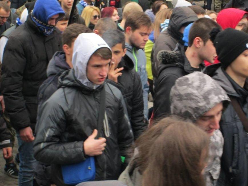 """d251729f3ceaa0fe3884ae8d86b896b2 Ультрас """"Черноморца"""" в знак поддержки клуба прошли маршем по Одессе"""