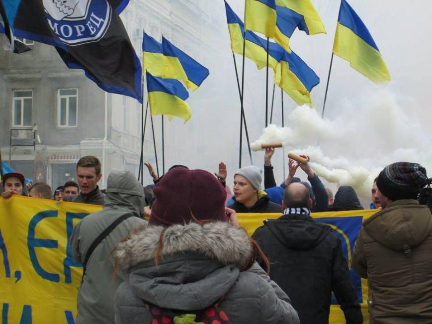 "ea7ba0a621a5a21a5a91c035904f9ed4 Ультрас ""Черноморца"" в знак поддержки клуба прошли маршем по Одессе"