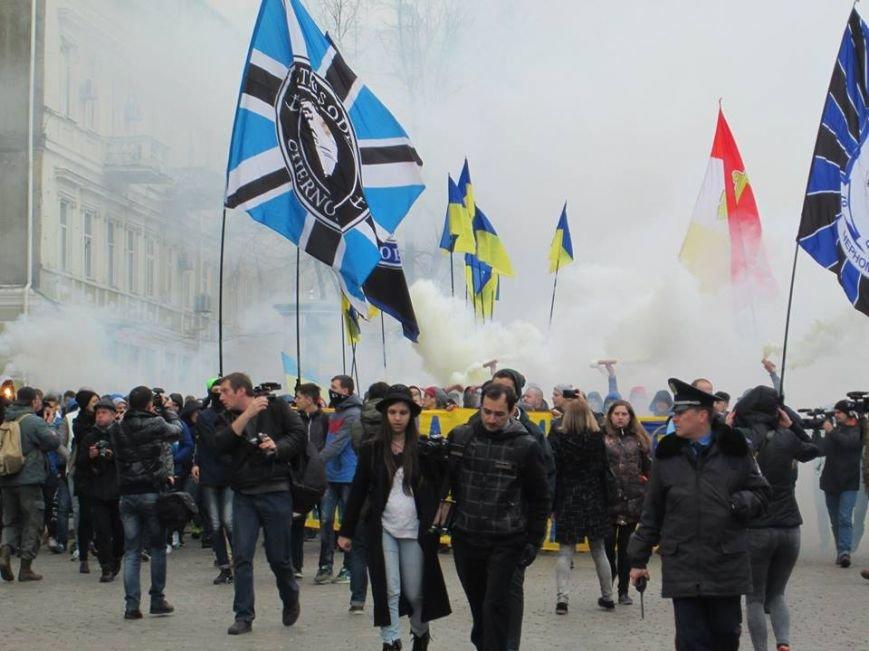 """ed7f9676255317f2d650f3dcf0876dcd Ультрас """"Черноморца"""" в знак поддержки клуба прошли маршем по Одессе"""