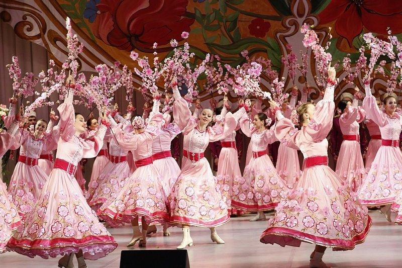 Кубанских женщин с наступающим праздником поздравил губернатор (фото) - фото 1