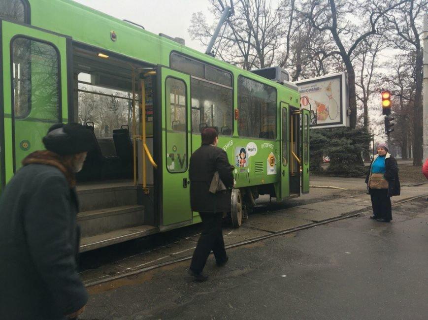Возле Парка имени Глобы сошел с рельс 1-й трамвай (ФОТО) (фото) - фото 1