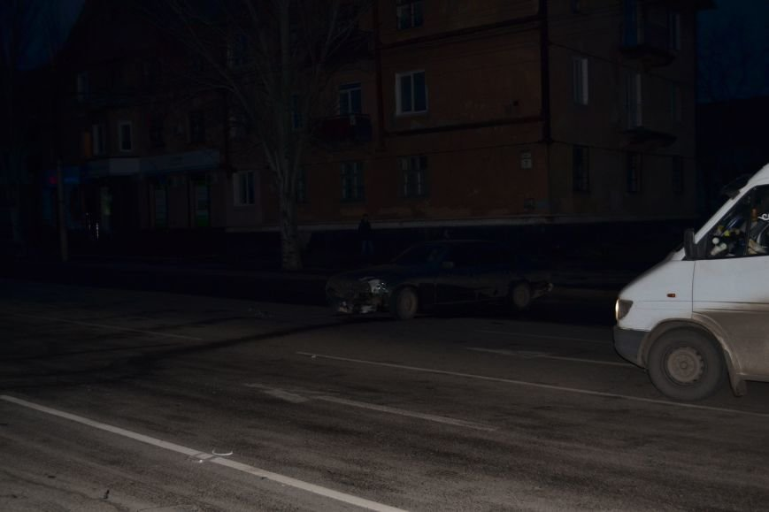 В Кривом Роге в результате тройного ДТП  «Skodа» влетела в остановку с людьми (ФОТО), фото-25