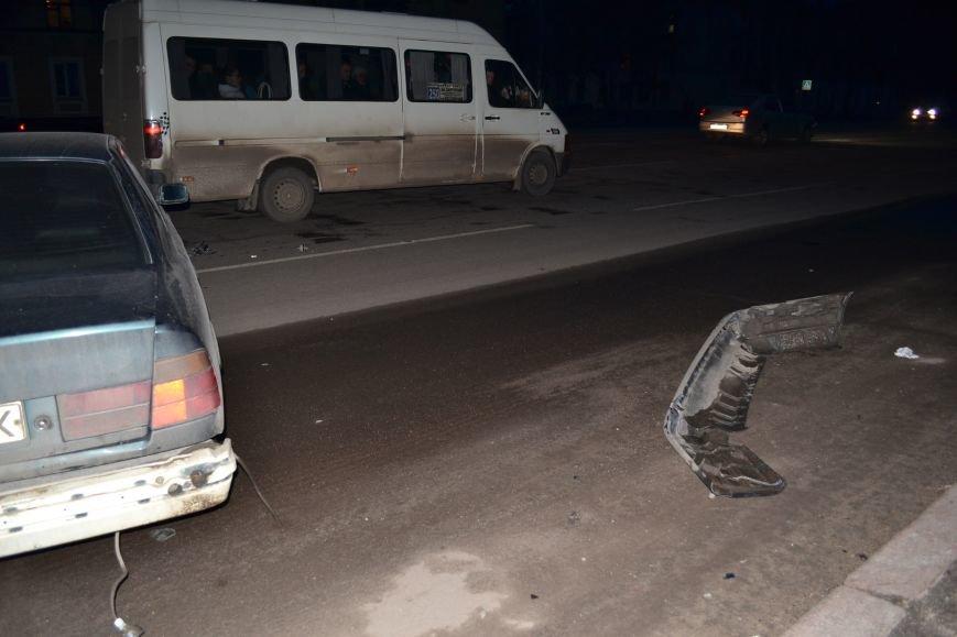 В Кривом Роге в результате тройного ДТП  «Skodа» влетела в остановку с людьми (ФОТО), фото-20