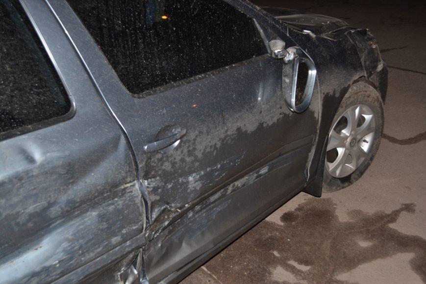 В Кривом Роге в результате тройного ДТП  «Skodа» влетела в остановку с людьми (ФОТО), фото-1