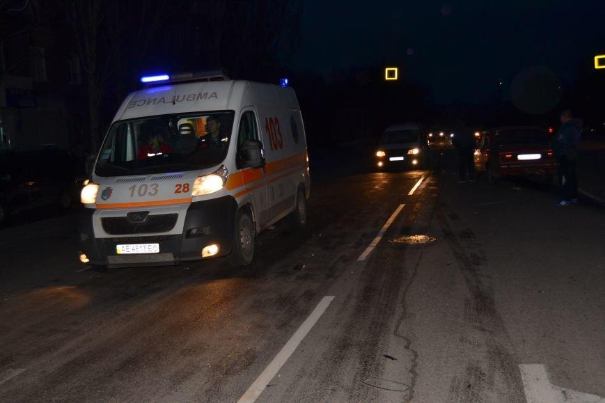 В Кривом Роге в результате тройного ДТП  «Skodа» влетела в остановку с людьми (ФОТО), фото-22