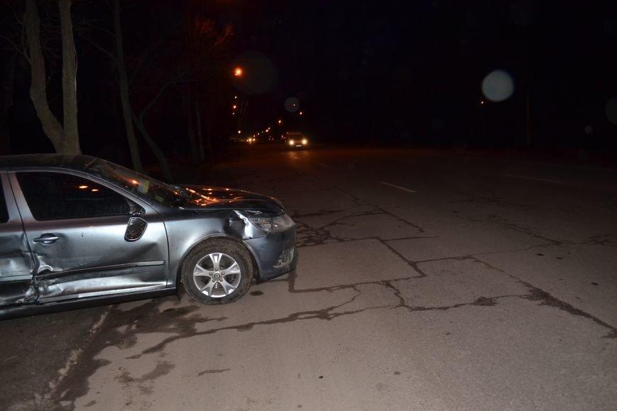 В Кривом Роге в результате тройного ДТП  «Skodа» влетела в остановку с людьми (ФОТО), фото-7