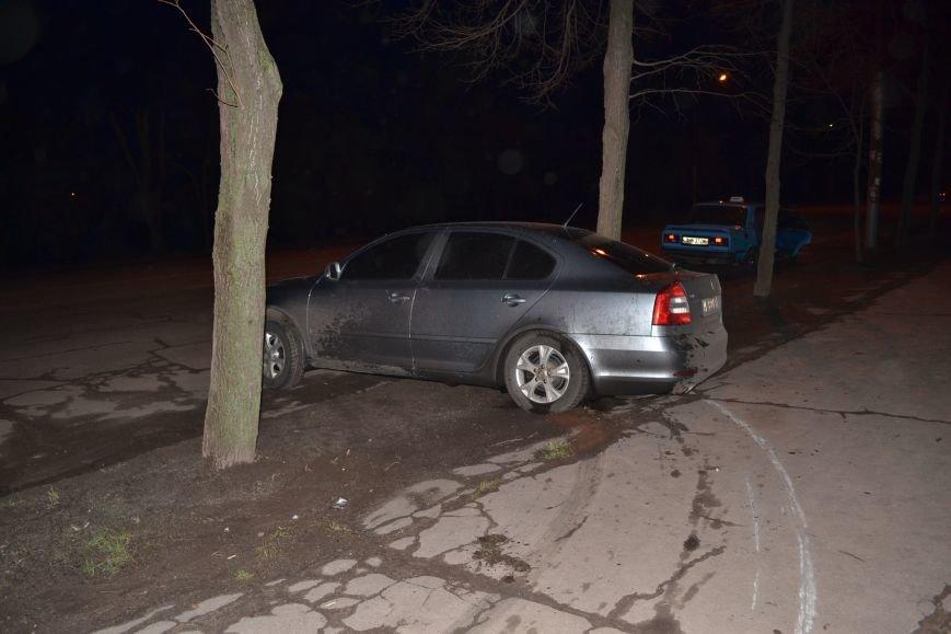 В Кривом Роге в результате тройного ДТП  «Skodа» влетела в остановку с людьми (ФОТО), фото-2
