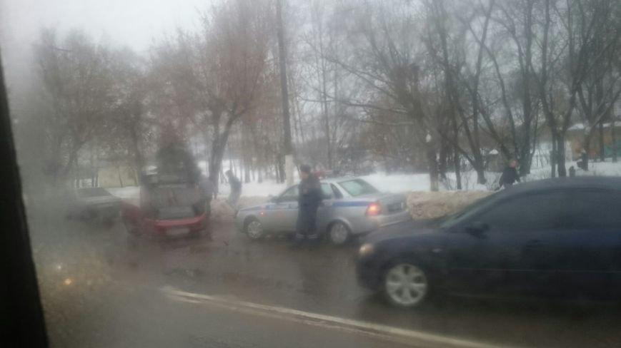 В Твери на Петербургском шоссе перевернулся легковой автомобиль (фото) - фото 2