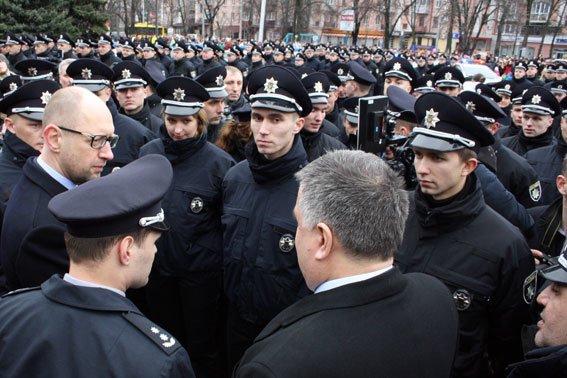 Присягу 245 полтавских патрульных полицейских принимали Премьер-министр и Министр МВД (фото и видео) (фото) - фото 1