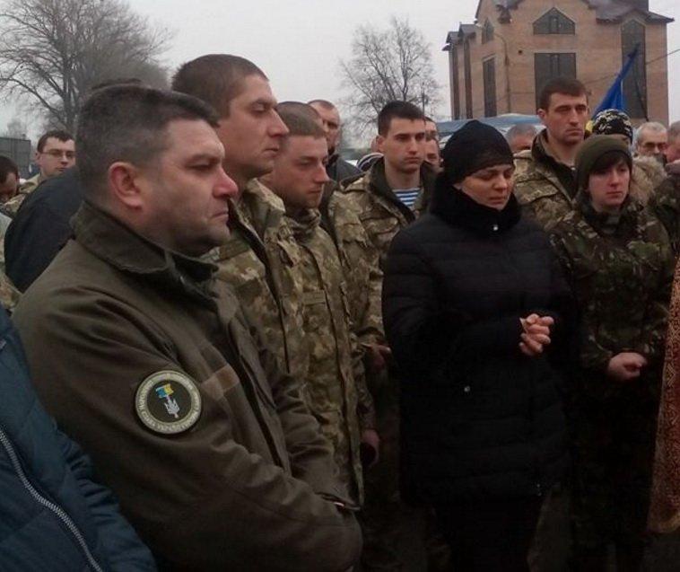 Тернополяни зустріли тіло загиблого в АТО воїна Юрія Горайського (Фото), фото-2