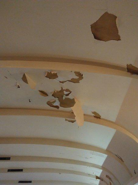 ae97b5af27d20d39f7d5b94e5259f4cd В одесском украинском театре потолок сыплется на голову артистам и зрителям