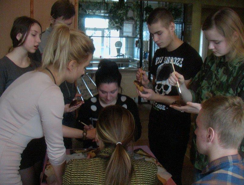 Участники Славянской лиги будущих полицейских готовили сладкие угощения для участников АТО (фото) - фото 1