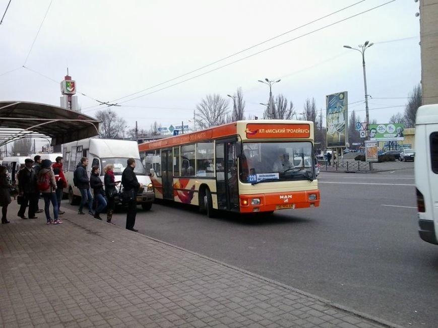 """Настоящий автобус""  №228: нужна компетентная логистика, реклама,  устранение дублирующих маршрутов (ФОТО), фото-1"