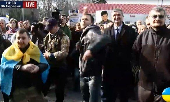 В Киеве посольство России забросали яйцами (ФОТО) (фото) - фото 2