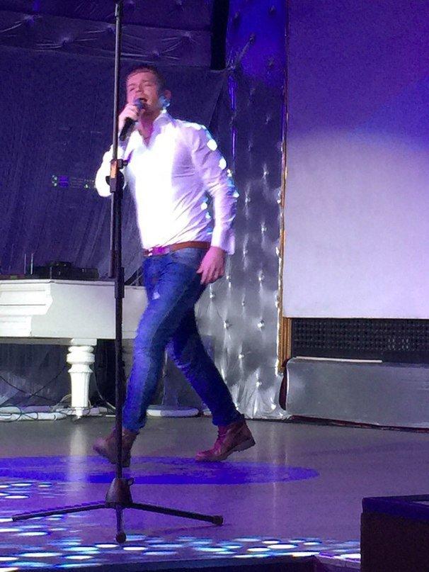 Известный украинский вокалист Александр Кривошапко выступил в Черноморске вместе с нашими юными звёздочками (+фото) (фото) - фото 1