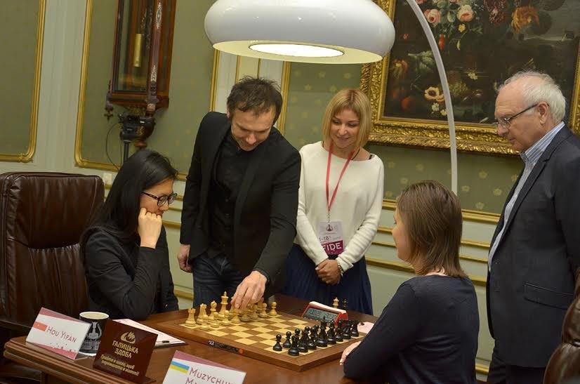 Святослав Вакарчук разом із своїм батьком завітали на Чемпіонат світу з шахів серед жінок (ФОТО), фото-1