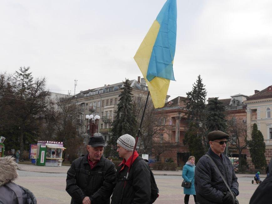 На Театральному майдані Тернополя провели акцію на підтримку Надії Савченко (Фото) (фото) - фото 1