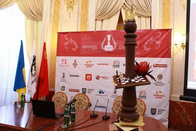 У Львові створили гігантську фігуру шахової королеви (ФОТО), фото-1
