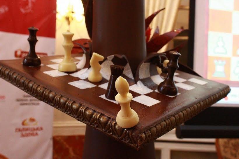 У Львові створили гігантську фігуру шахової королеви (ФОТО), фото-3