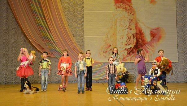 В Енакиево состоялся праздничный концерт, приуроченный к Международному женскому дню, фото-1
