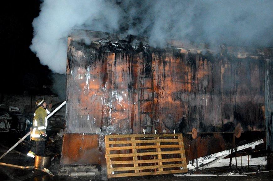 Ночью в Днепропетровске случился большой пожар (ФОТО, ВИДЕО) (фото) - фото 3