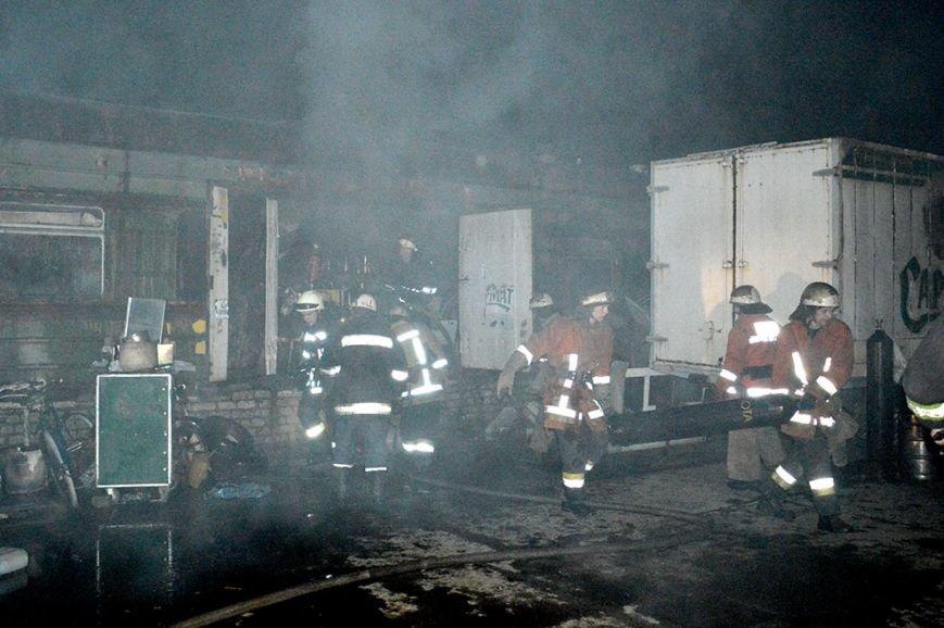 Ночью в Днепропетровске случился большой пожар (ФОТО, ВИДЕО) (фото) - фото 1