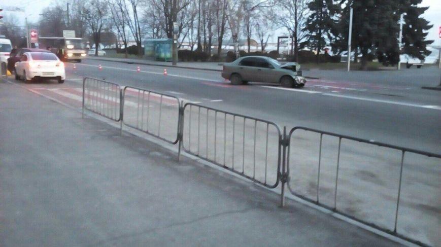 Возле гостиницы «Днепропетровск» столкнулись Audi и Lanos, а маршрутка № 22 врезалась в легковушку (фото) - фото 3