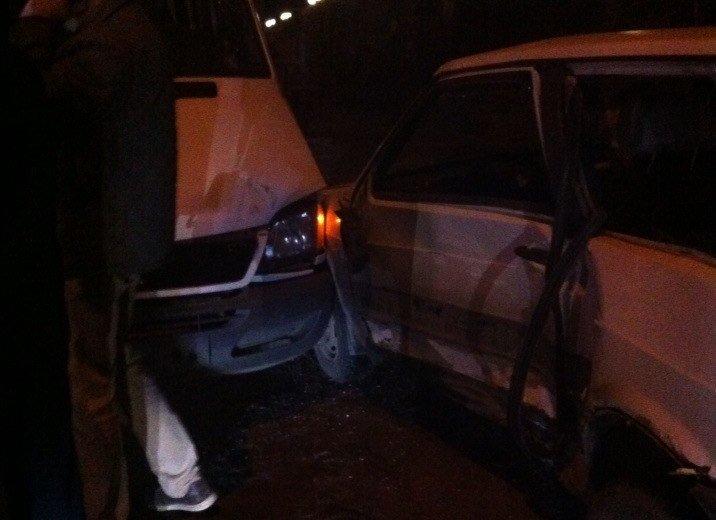 Возле гостиницы «Днепропетровск» столкнулись Audi и Lanos, а маршрутка № 22 врезалась в легковушку (фото) - фото 1
