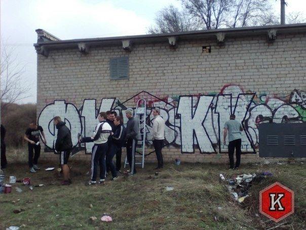 """Ультрас ФК """"Кривбасс"""" украсили городскую стену граффити в поддержку любимой команды (ФОТО), фото-2"""
