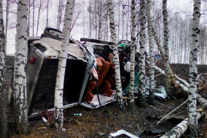 Под Прохоровкой  столкнулись тягач и легковушка (фото) - фото 3