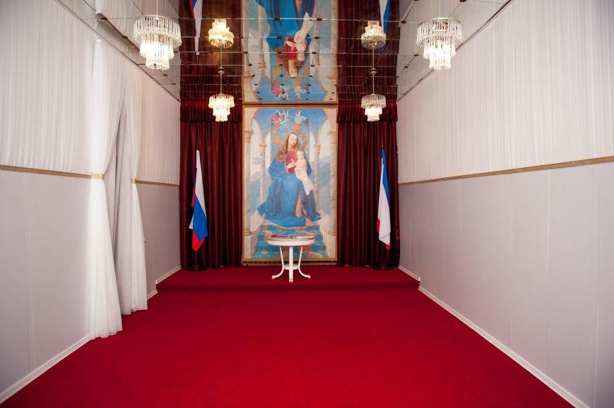 В ялтинском ЗАГСе зал для торжественных церемоний стал нарядным и современным (фото) - фото 1