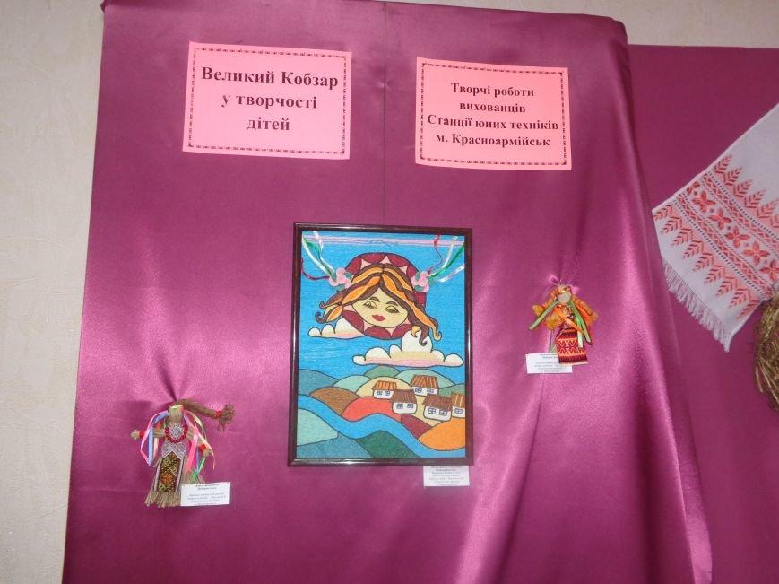 Юные жители Красноармейска продемонстрировали свое видение личности и творчества Тараса Шевченко (фото) - фото 17