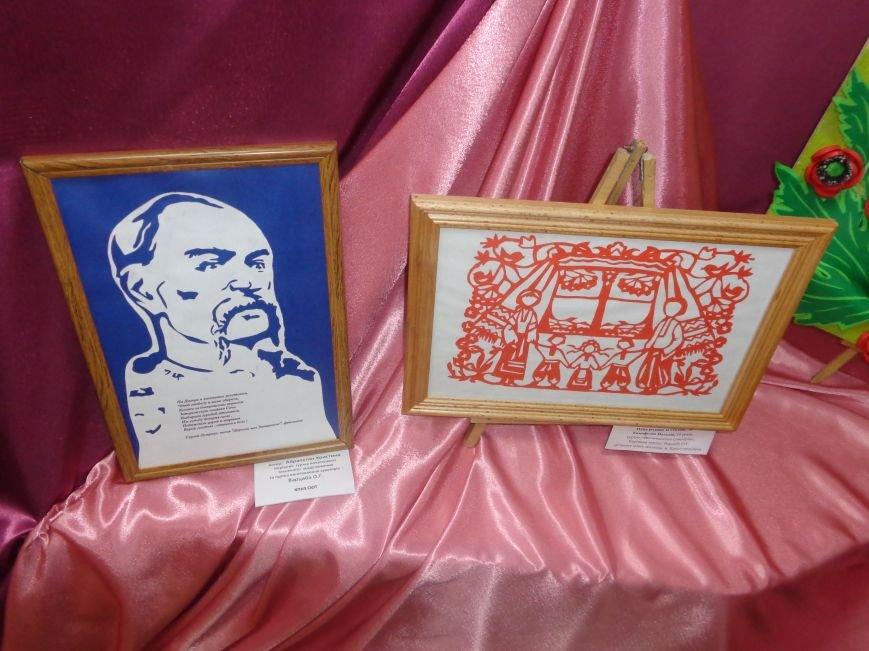 Юные жители Красноармейска продемонстрировали свое видение личности и творчества Тараса Шевченко (фото) - фото 2