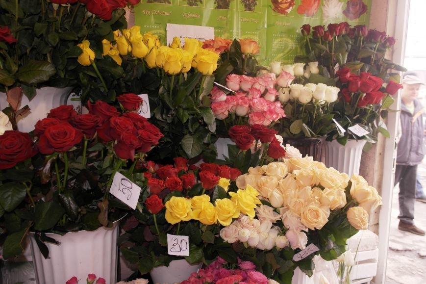 В Красноармейске начался цветочный бум! Во сколько мужчинам обойдутся улыбки любимых в праздник?, фото-1