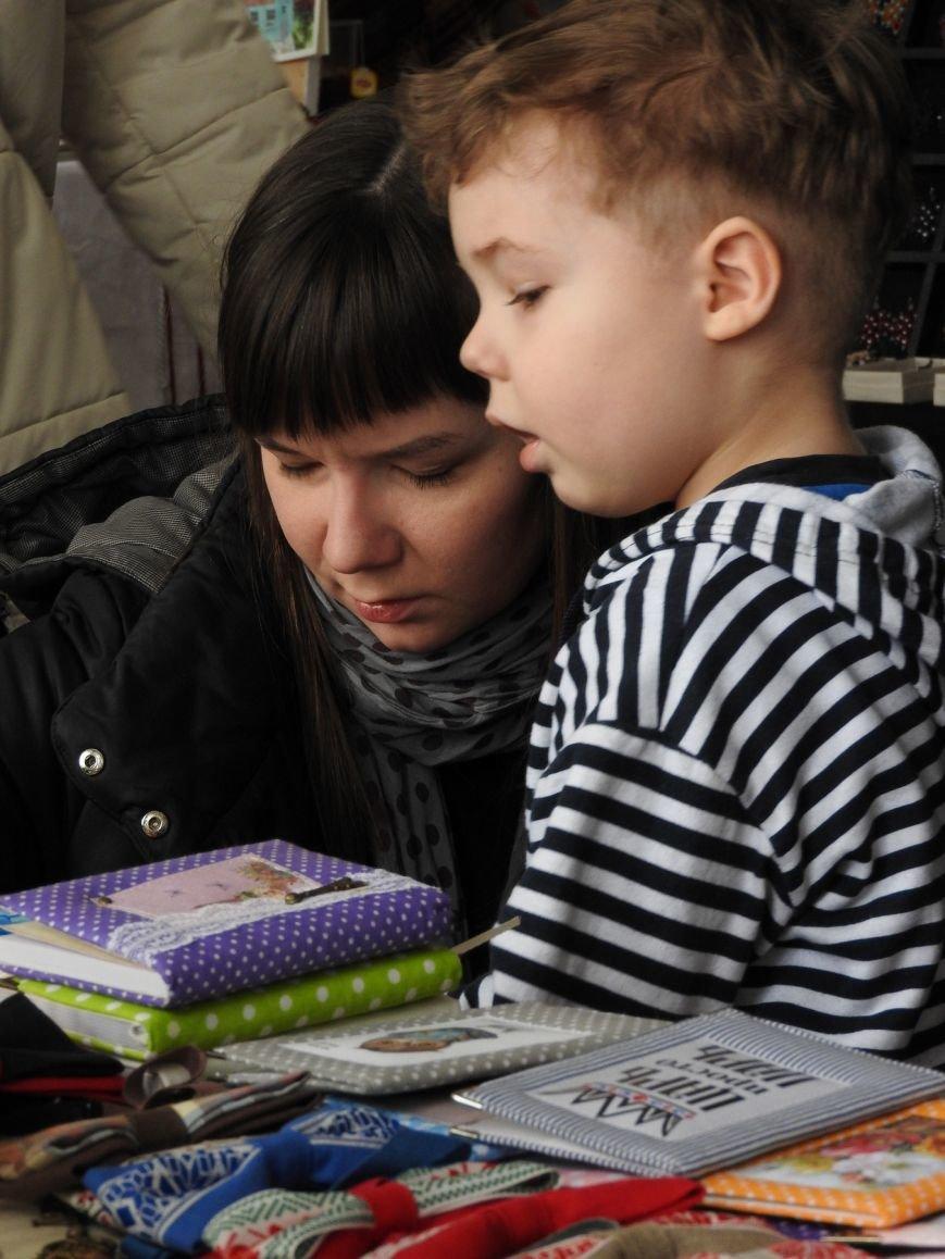 «Весенний маркет». В Витебске состоялась ярмарка изделий лучших молодых ремесленников и мастеров города (фото) - фото 8