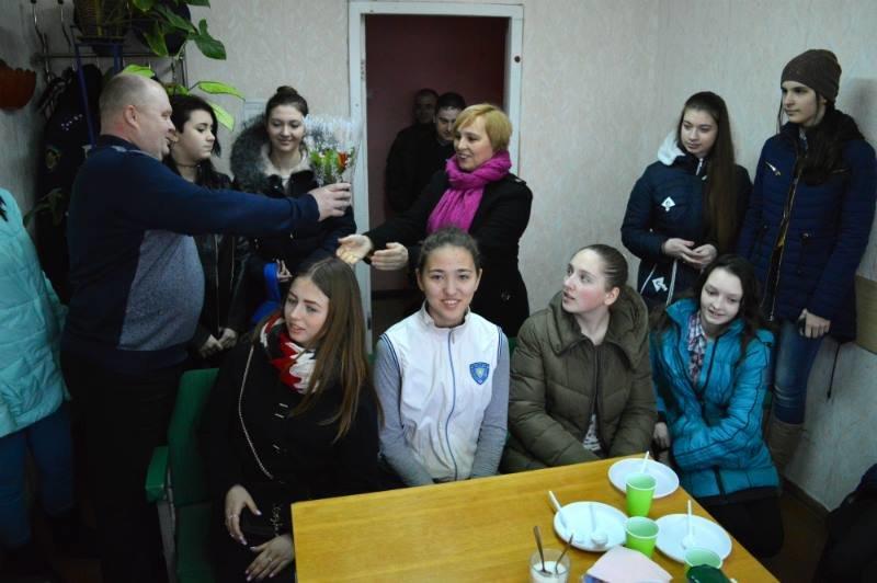 Члены «Лиги будущих полицейских» поздравили прекрасную половину своего коллектива с праздником 8 марта, фото-1