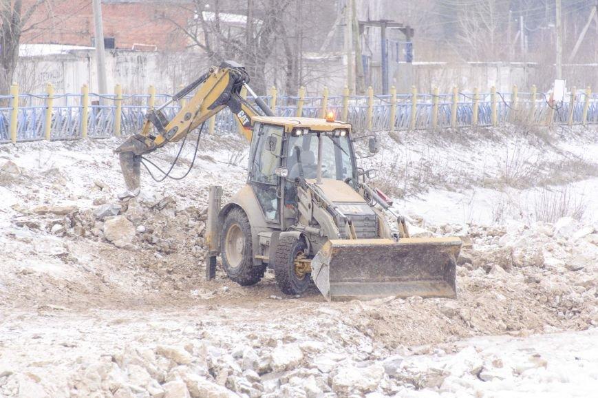 Ведутся ремонтные работы на Штанговском гидроузле Полевского (фотофакт), фото-1