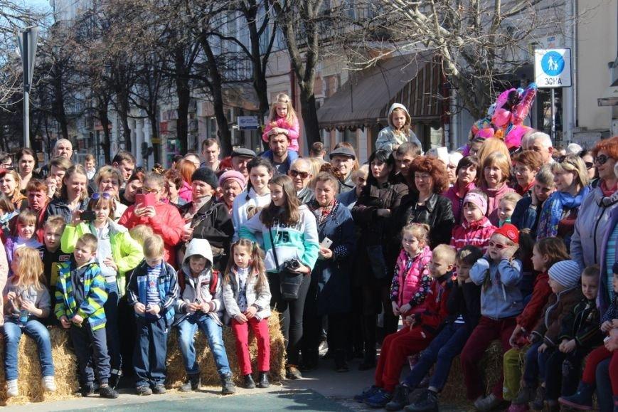 На открытии масленичной недели в Симферополе угощали 4-метровым пирогом (ФОТО) (фото) - фото 5