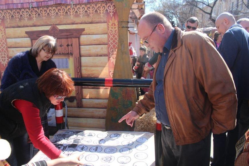 На открытии масленичной недели в Симферополе угощали 4-метровым пирогом (ФОТО) (фото) - фото 3