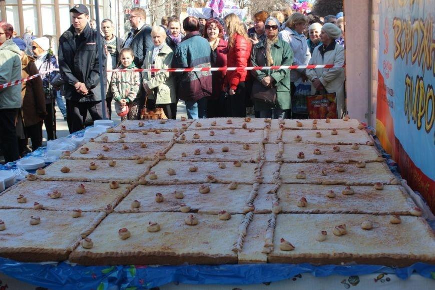 На открытии масленичной недели в Симферополе угощали 4-метровым пирогом (ФОТО) (фото) - фото 6
