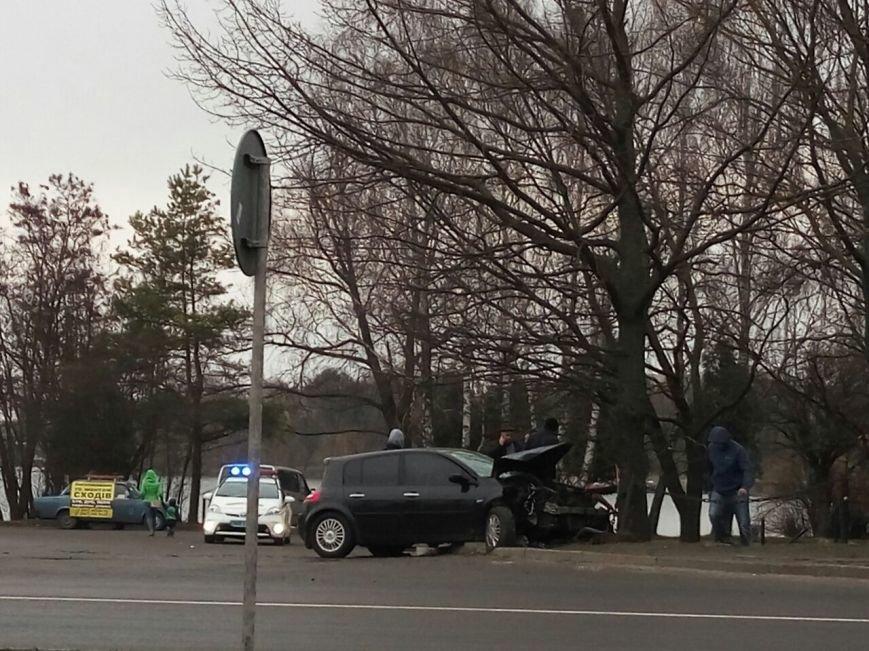 У Рівному аварія за участю одного автомобіля (фото) - фото 1