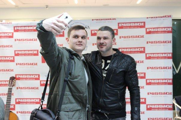 Известный певец Арсен Мирзоян поздравил днепропетровчанок с 8-ым марта (ФОТО) (фото) - фото 1
